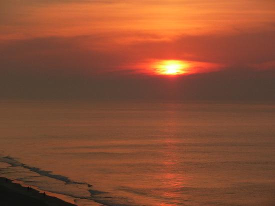 Embassy Suites by Hilton Myrtle Beach-Oceanfront Resort: See the Sun?