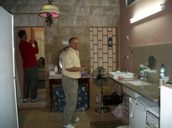 Cana Wedding Guest House: Kitchen