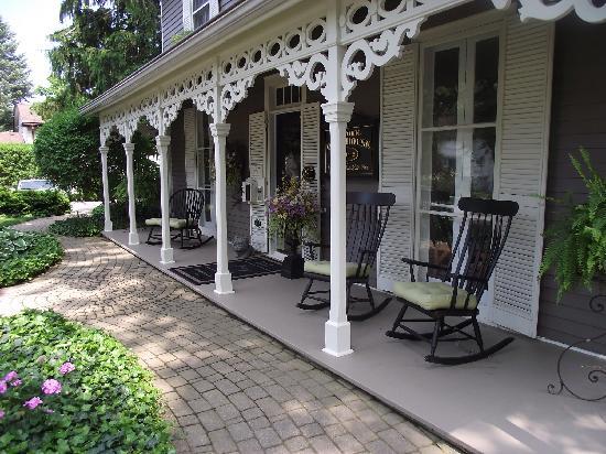 Historic Davy House B&B Inn: Front Porch Rockers