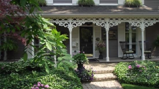Historic Davy House B&B Inn: Front Entrance from Davy St.