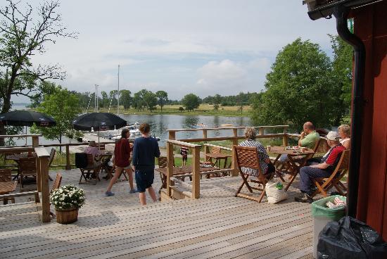 Lido Vardshus: The small bar cafe at the marina