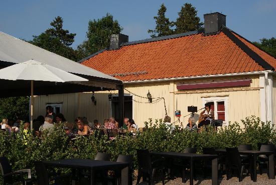 Lido Vardshus: Dinner and music
