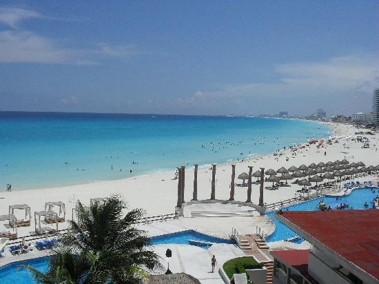 Krystal Cancun: Vista do quarto 1505, quinto andar, torre antiga!