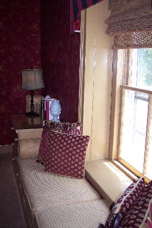 Woolverton Inn: Window seat
