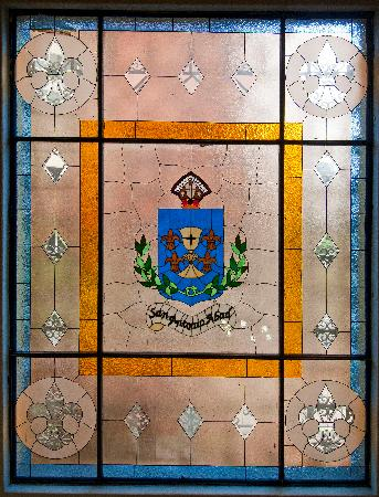 Hotel San Antonio Abad : The crest stained glass of SAA