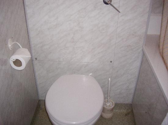 Cranley Gardens Hotel: El cuarto de baño