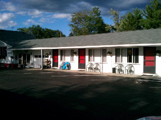 Outside Picture Of Bambi Motel East Tawas Tripadvisor