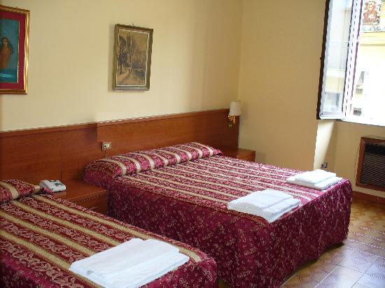 Hotel Azzurra: Triple Room