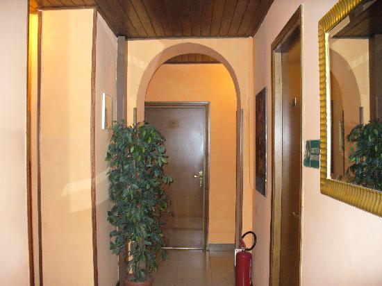 Hotel Azzurra : Corridor