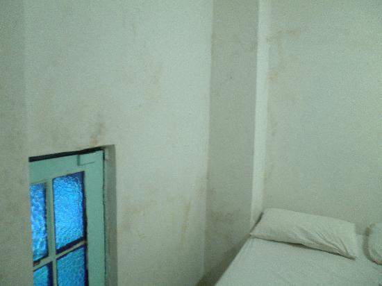 Pousada da Praca: Muffa sui muri