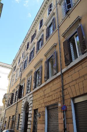 Hotel Le Clarisse al Pantheon: Outside