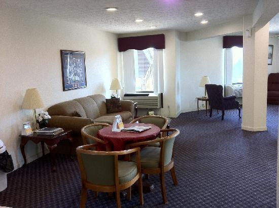 Econo Lodge: Spacious Lobby Area