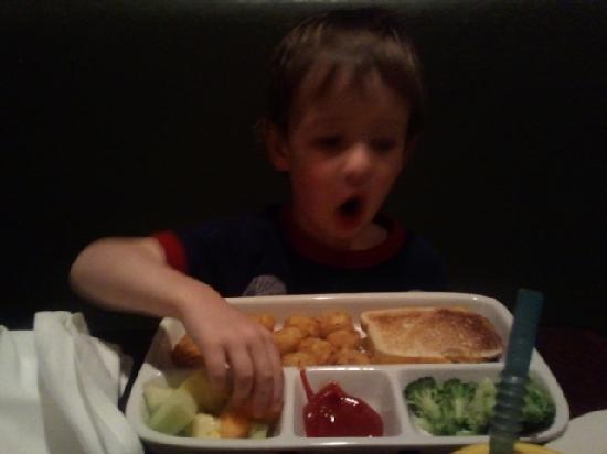 "Weber Grill Restaurant: YUMMIE - Love the kids ""tray"""