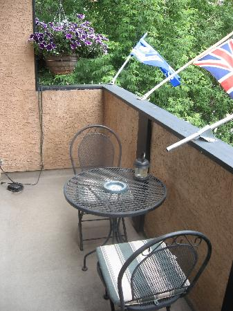Calgary Westways Guest House: balcony