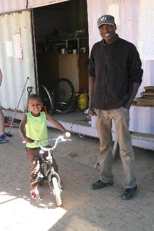 Katu Tours : bike repair centre