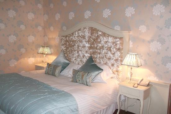 Customs House Country Inn : CUSTOMS INN - LAURA ASHLEY ROOM 1