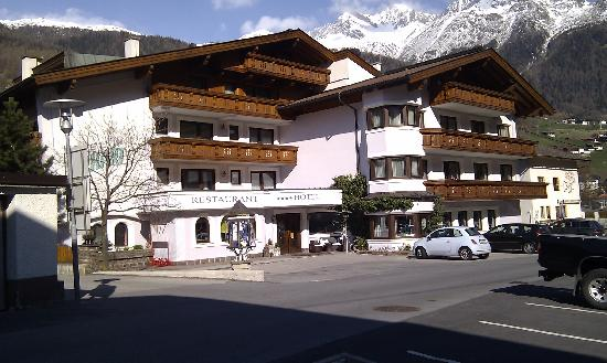 The front of the Hotel Erhart