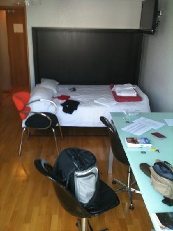 HotelOfi: la stanza