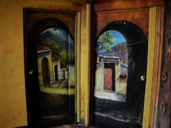 Hostal Estrella Andina: murals in hallways
