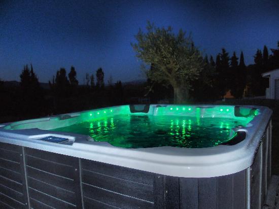 Relais de l'Alsou : Le spa, by night, c'est le pied !