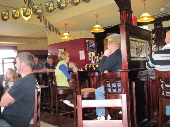 Ostan Gob A'Choire - Achill Sound Hotel: The Pub is so typical it could be an icon