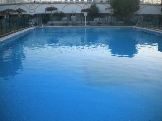 Globales Cortijo Blanco Hotel: grande piscine