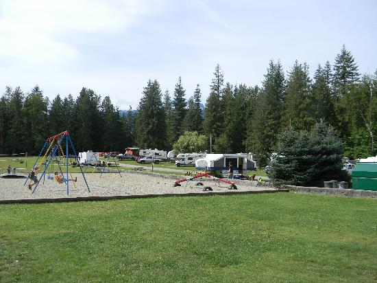 Williamson's Lake Campground: Good playground and grassy rv sites