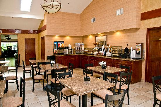 BEST WESTERN PLUS Forest Park Inn: Breakfast