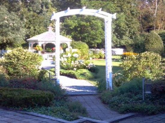 Lilac Inn: more gardens