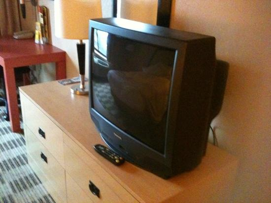 La Quinta Inn & Suites Clifton / Rutherford: Not a flat screen