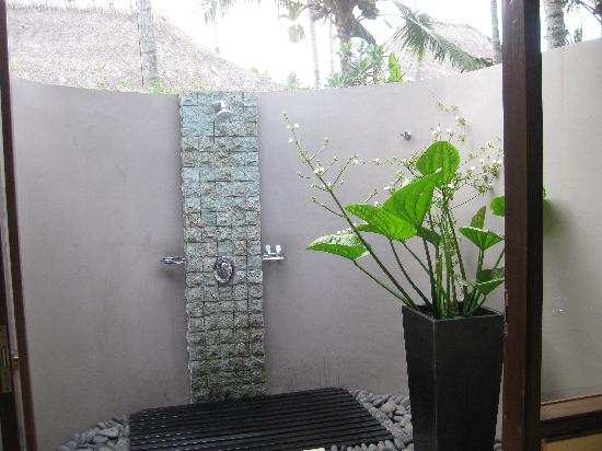 Villa Sasoon: outdoor garden shower