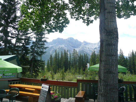 Rose & Crown Restaurant & Pub: Nice view from the deck.
