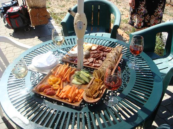 Wine Your Way Tours : Picnic Lunch!