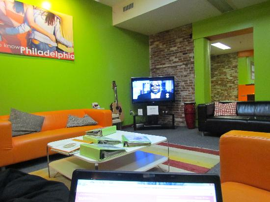 Apple Hostels Philadelphia: sala TV