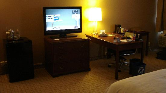 Sheraton Pasadena: The tv and desk