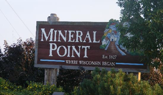 Quality Inn Mineral Point: Very close to charming Mineral Point.