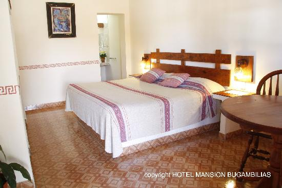 Hotel Mansion Bugambilias: King size bedroom