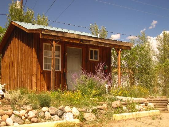 One of the cabins at Rocky Mountain Lodge