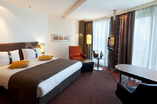 Holiday Inn Almaty : Hotel room