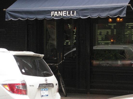 Fanelli Cafe: Exterior side