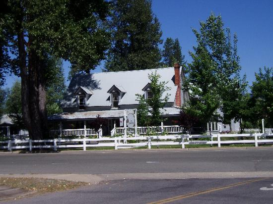 The Bidwell House B&B Inn: front shot of B&B
