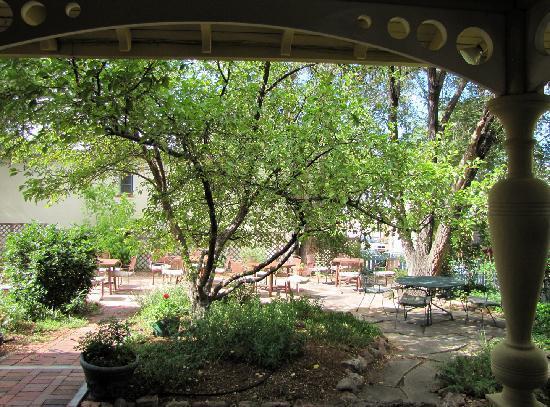 The Madeleine : Madeleine Inn Garden from the Porch
