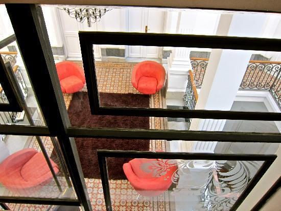 Hotel Plaza Fuerte: looking down to one of the floors