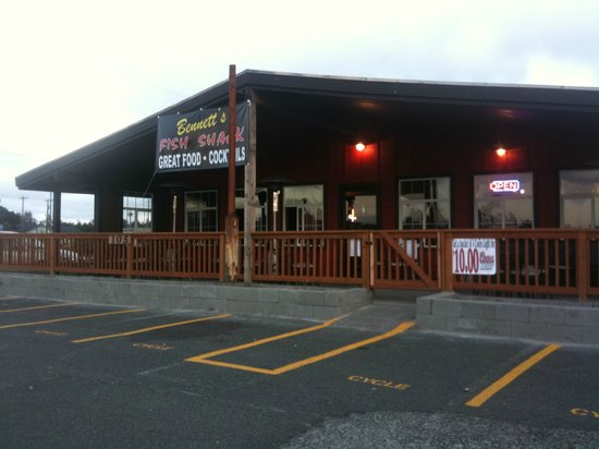 Bennett's Fish Shack: Outside - Front