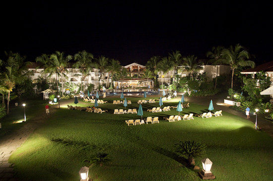 Club Mahindra Varca Beach: Club Mahindra Varca, Goa - Main Buliding at night