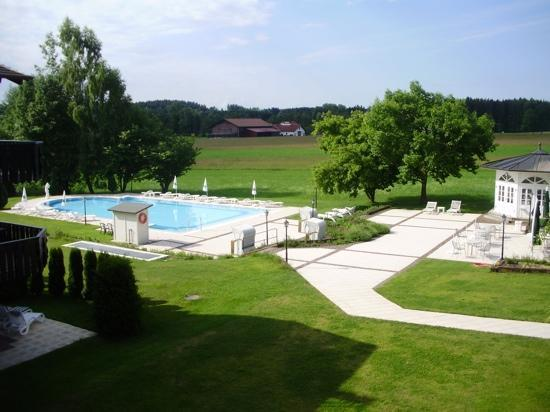 Hotel Tanneck: View of pool from hotel.