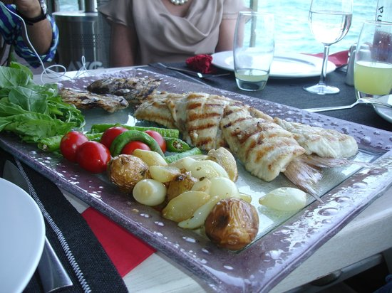 Arnavutkoy District, Turcja: fish plate at fish restaurant  Suada club