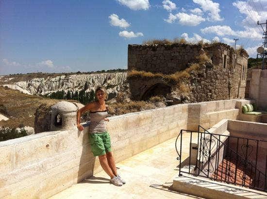 Babayan Evi Cave Boutique Hotel: .. the other side of the terrace