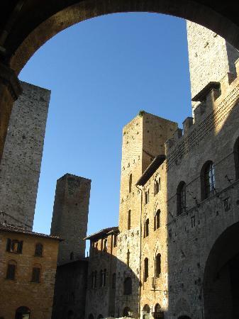 Fabio Apartments San Gimignano: Fachada apartamento. Plaza del Doumo.