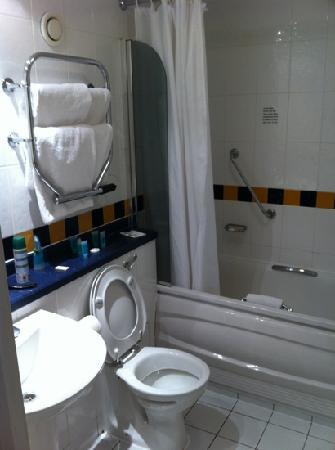 โรงแรมแลนแคสเตอร์เกท: bathroom